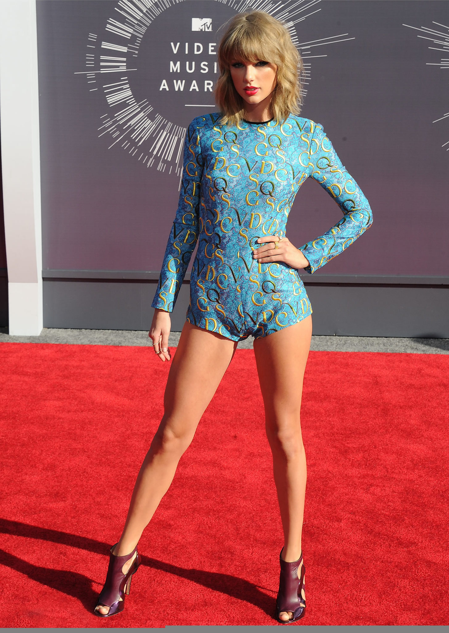 How To Get Legs Like Taylor Swift Thigh Gap Hack
